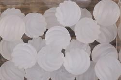Lasihelmi 12mm huurrettu kierrekuvioinen irtohelmi