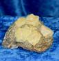 Fluoriitti keltaisia fluoriittikiteitä matriksissa 64g 5x4x3cm