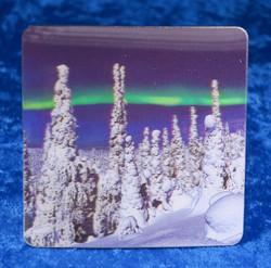 Lasinalunen: 3D-lasinalunen tykkylumiset puut ja revontulet, 9x9cm