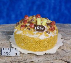 Nukkekodin ruoka: täytekakku Love