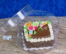 Nukkekodin ruoka: täytekakku suklaaneliö