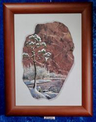 Taulu: Mänty talvella. Kuva tehty kivimurskalla dolomiitille. (xtv)