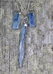 Korvakorut: Kyaniitti sininen- Kyanite blue, raakakivi