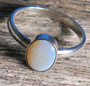 Sormus: Jalo-opaali (Australia), 17mm, ovaali 9x7mm. (no3) Unikki!
