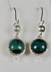 Korvakorut: emalikoru, kaksipuoleinen vihreä, hopeoitu, koukut 925-hopea