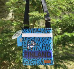 Olkalaukku: Poro- Finland 19x22cm, sininen- Sailor Passport