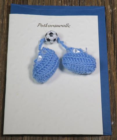 Postikortti ja kirjekuori: Poikavauvalle, tossut ja jalkapallo (boy1)