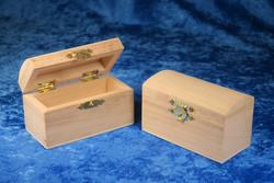 Aarrearkku puuta 9,5x4,5x5,5cm, kaarevalla kannella