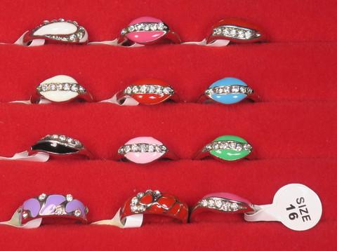 Sormus timanttijäljitelmät koko 16 valitse väri valikosta nikkelivapaa