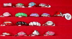 Sormus timanttijäljitelmät koko 17 valitse väri valikosta nikkelivapaa