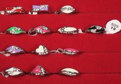 Sormus timanttijäljitelmät koko 19 valitse väri valikosta nikkelivapaa
