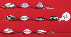 Sormus timanttijäljitelmät koko 20 valitse väri valikosta nikkelivapaa
