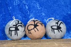 Kuusenkoriste poro huopapallo, ruskea