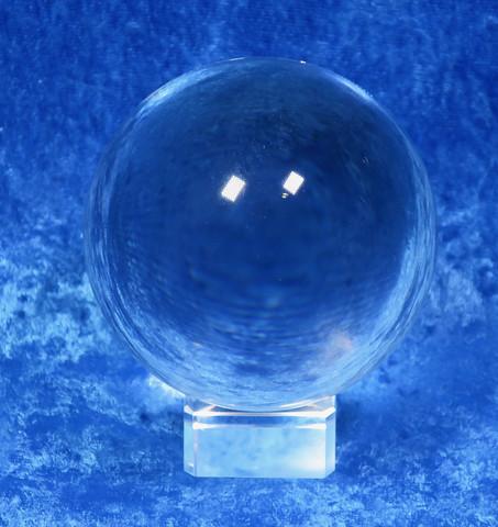 Kristallilasipallo 10cm jalusta sisältyy hintaan