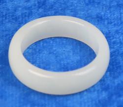Akaattisormus 16mm, valkoinen kivisormus  leveys 6mm