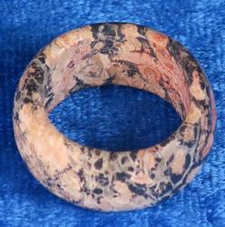 Kivisormus leopardijaspis leveys 10mm valitse koko