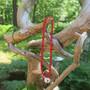 Helmet tai rannekoru joulunpunaiset puuhelmet ja kulkunen  42cm