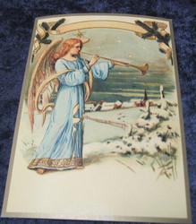 Joulukortti enkeli soittaa torvea kylän laidalla, ken02