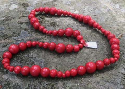 Helmet joulunpunaiset  puuhelmet erikokoisia puuhelmiä 50cm