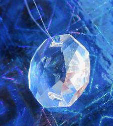 Kristalli 16mm 8-kulmainen, litteä, 2 reikää