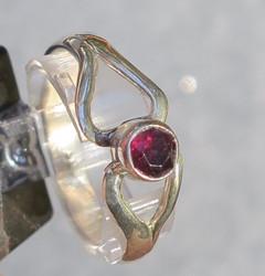 Hopeasormus Almandiini granaatti, viistehiottu 18mm