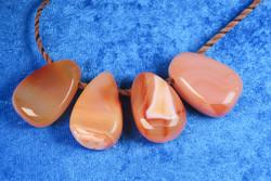 Riipus karneoli oranssi akaatti porattu