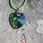Riipus kristallilasi vihreä 30mm sydän 45cm nahkanauhassa hopealukko