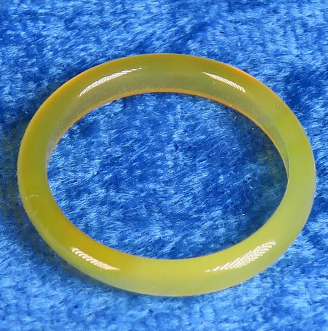 Akaattisormus 17,5mm keltainen kivisormus, leveys 3mm