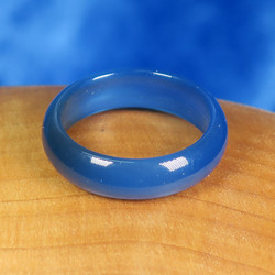 Akaattisormus 18mm sininen kivisormus, leveys 6mm