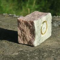 Pöytäkello marmori punavihreä lohkopala M8