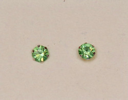 Nappikorvakorut 925-hopea peridootin vihreä synt. 4mm kivi