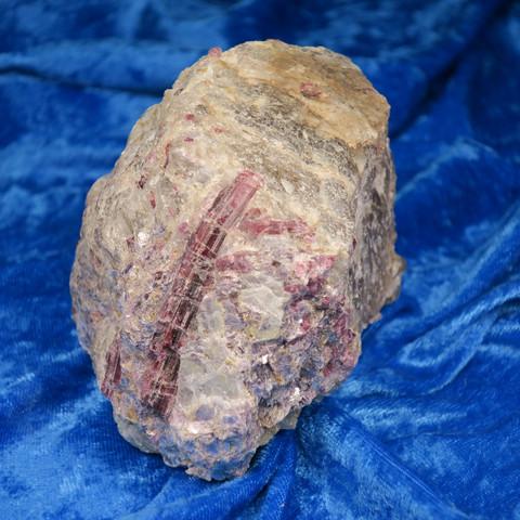 Rubelliitti lepidoliitti savukvartsi muskoviitti pegmatiitissa  Hi68