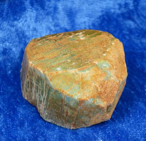 Amatsoniitti raaka siivu kiteestä 61g 40x35x25mm Hi98b