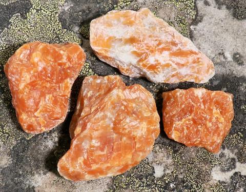 Kalsiitti oranssi raaka alle 2g