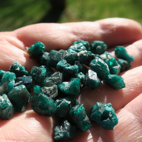Dioptaasi  0,3-0,5g smaragdinvihreä kide tai kidesykerö Kazakstan