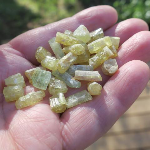 Heliodori kide 1,0-1,2g vihertävä kultaberylli  Ural Venäjä
