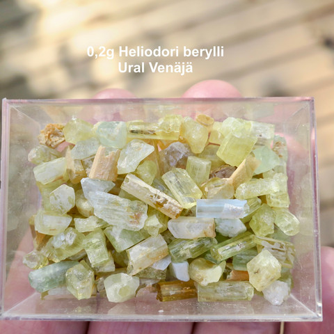 Heliodori kide 0,2-0,3g vihertävä kultaberylli Ural Venäjä