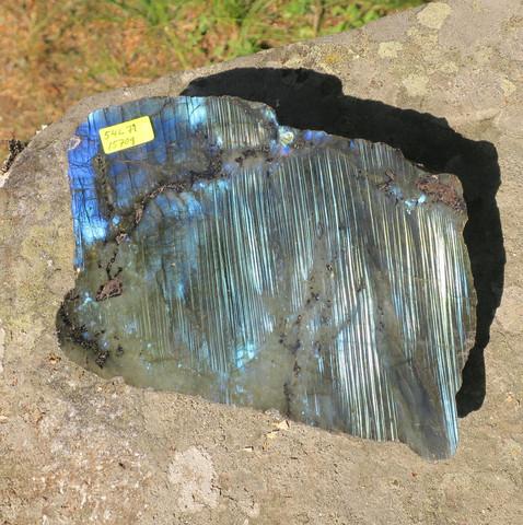 Labradoriitti 1 sivu hiottu 1570g iso 170x130x55mm 54L71