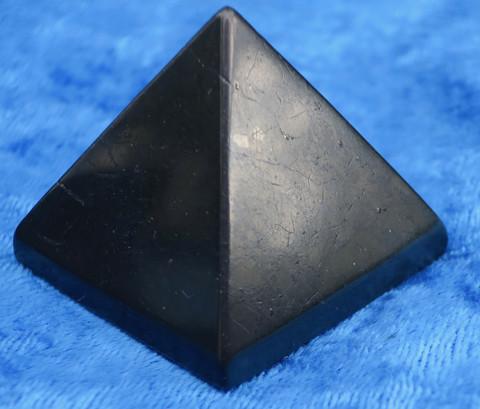 Sungiitti pyramidi  39-40mm 51-57g