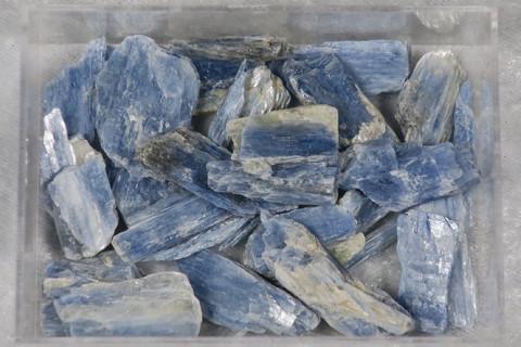Kyaniitti sininen raaka alle 1g Norja Lyngen Hi32
