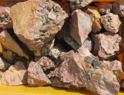 Kalimaasälpä jossa savukvartsikiteitä 1 kg erissä kilokaupalla