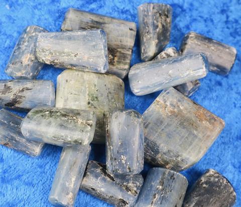 Kyaniitti sininen B-laatu rumpuhiottu 30-35g Intia