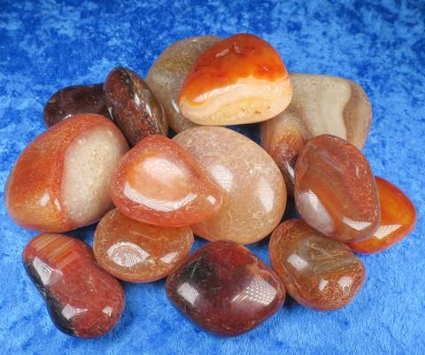 Karneoli rumpuhiottu 100-110g oranssi akaatti Brasilia