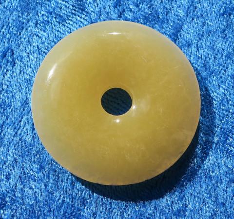 Riipus kalsiitti keltainen kividonitsi 37mm