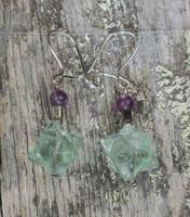 Korvakorut fluoriittitähti vihreä, 4mm violetti, hopeaosat 8s7