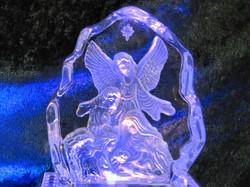 Lasikoriste enkeli seimen ääressä, korkeus 17,5cm leveys 13cm