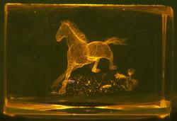 Kristallikuutio 6cm Hevonen juoksee, vaakataso