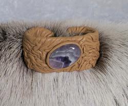 Nahkarannekoru ametistikvartsi 23x30mm vaaleanruskea nahka 35mm leveä