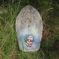 Seinäkello kivipaanu maalattu joulupukki ja revontulet