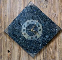 Seinäkello Spektroliitti 30x30cm numerorengas kulmittain nro54-3